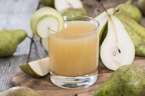Birne und grüner Apfelsaft zur Gewichtsreduktion